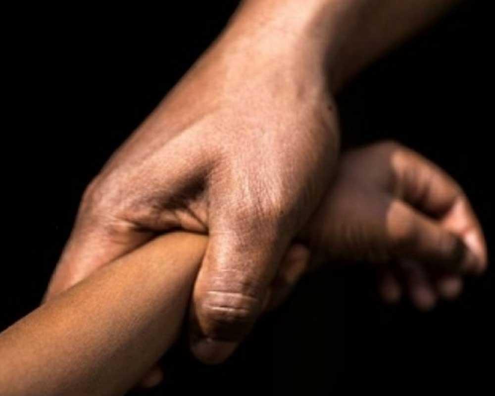 Las dos niñas fueron abusadas por su padre y su tío.