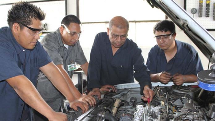 Invita ayuntamiento de Monclova a capacitarse en el área de electricidad automotriz