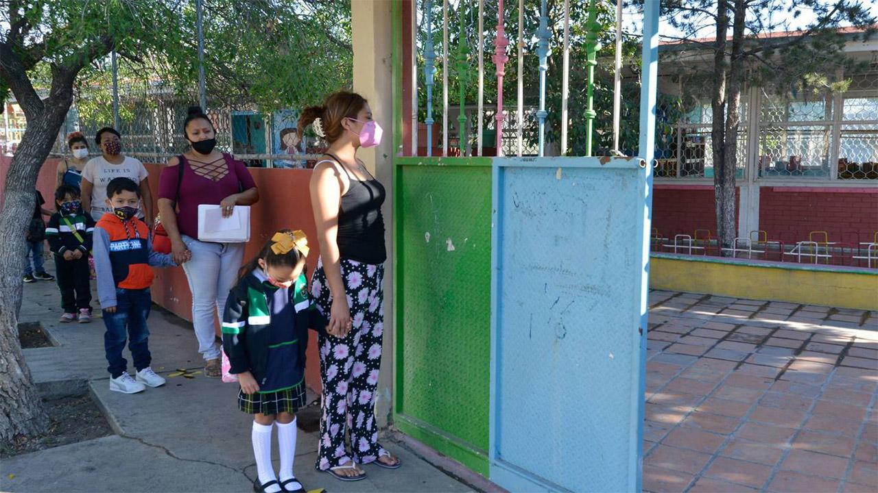 100 contagios de Covid-19 en escuelas de Coahuila