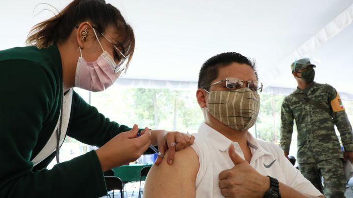 Vacunas antiCovid Pfizer y Moderna pierden efectividad tras cuatro meses, advierten expertos