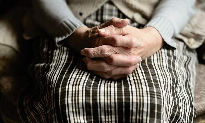 Abuelita de 73 años fue abusada por 3 inmigrantes: 'me violaron y robaron comida'