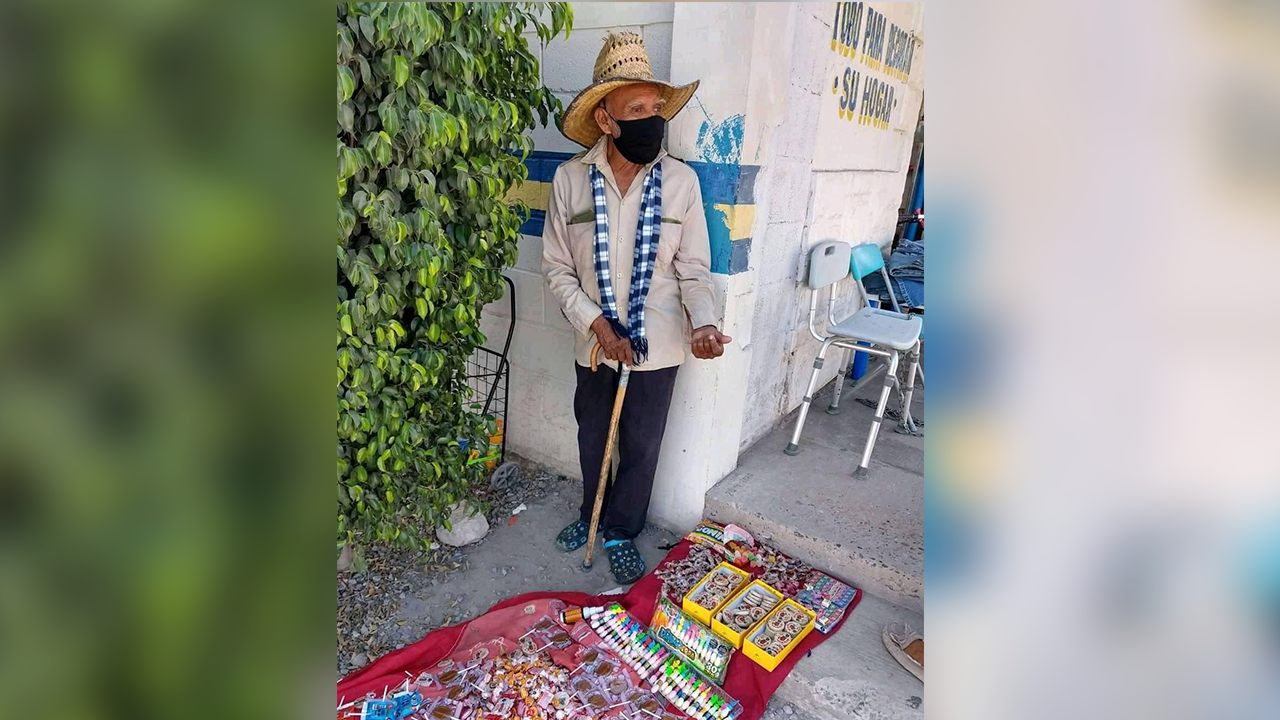 Para mí es un orgullo: abuelito de Coahuila conquista el Internet vendiendo dulces