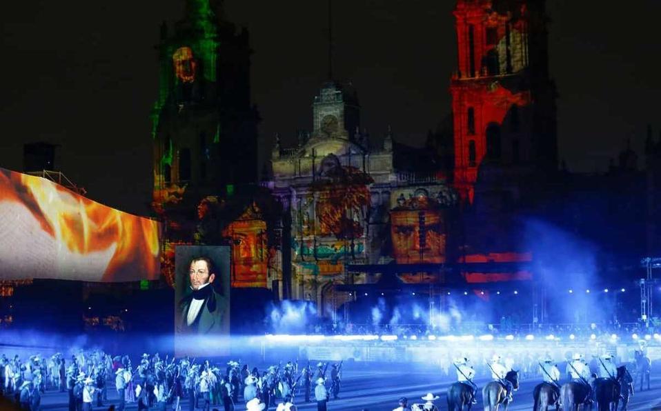 AMLO celebra a lo grande la Consumación de Independencia; luces, danza y caballos vistieron el Zócalo de CDMX