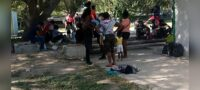 Acampan haitianos en Acuña: Casi 100 migrantes viven en el parque Braulio Fernández