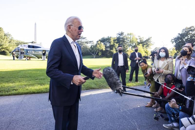 Biden 'pone el ejemplo' y decide aplicarse refuerzo de la vacuna COVID; llama a estadounidenses a protegerse