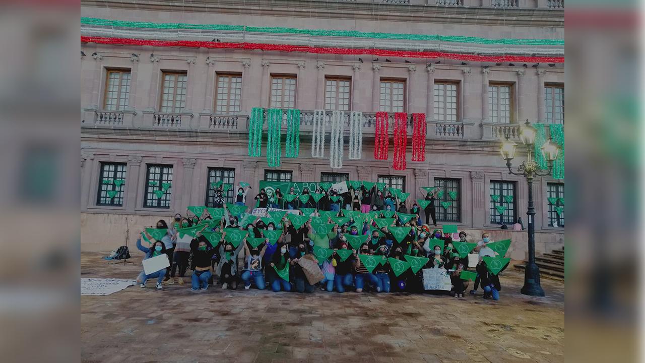 Colectivos feministas de Saltillo realizaron una jornada informativa en Plaza Nueva Tlaxcala