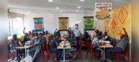 'Dios obra en todo' Pedro Magaña invitó a comer a 50 migrantes haitianos