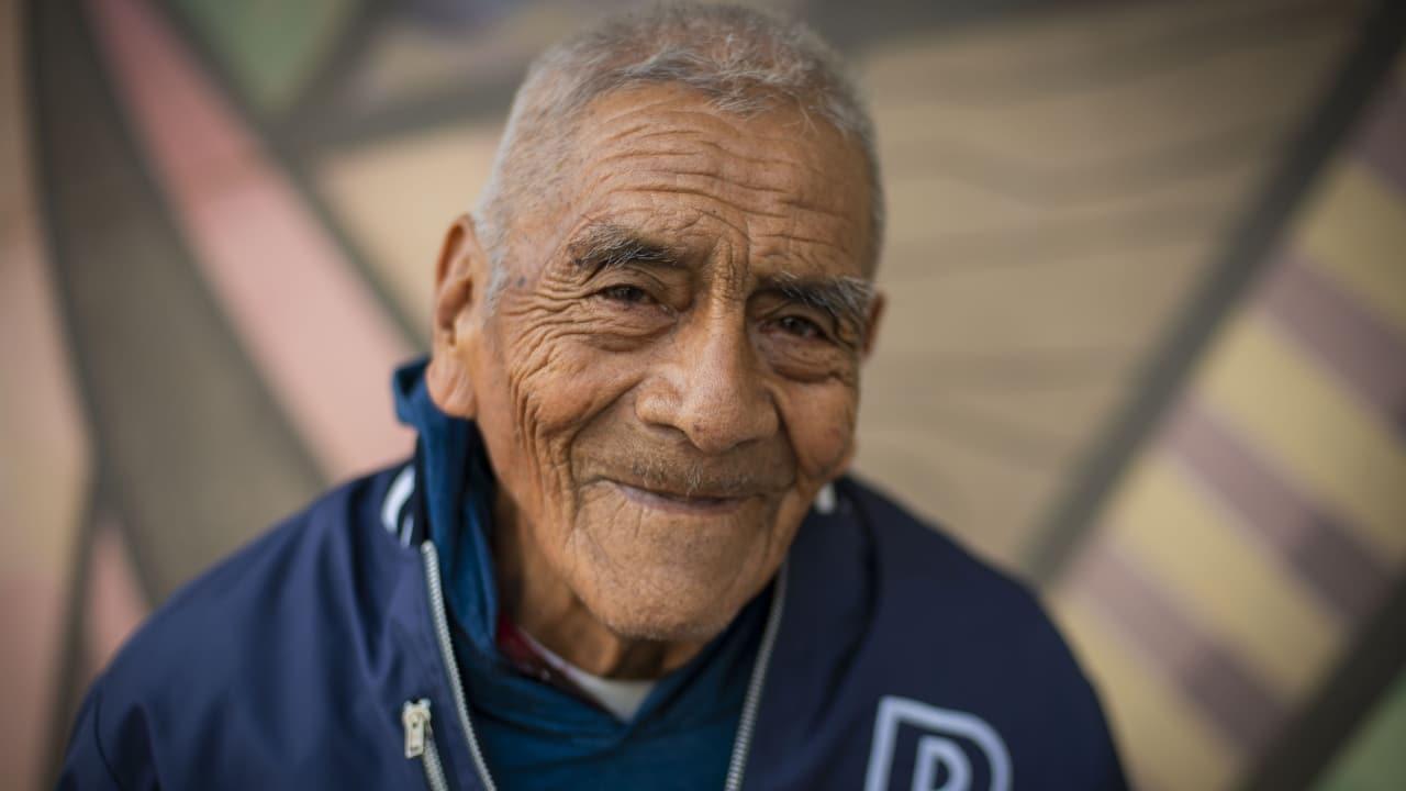 Don Felipe vendió aguacates y chiles 4 años para pagarse la universidad: hoy es ingeniero