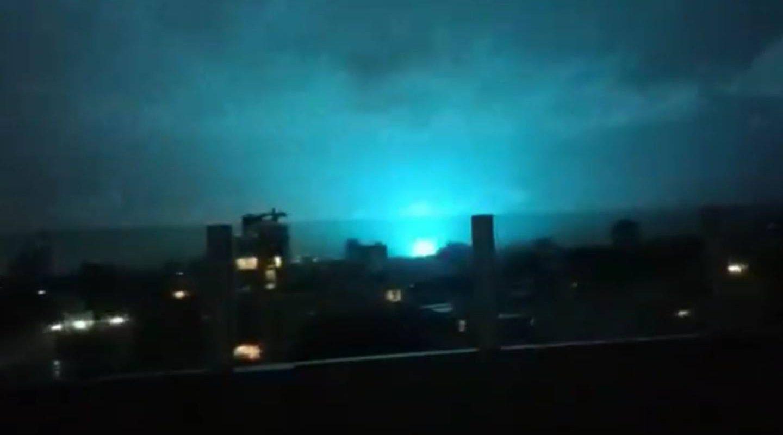 Extrañas luces aparecen en el cielo tras sismo en CDMX y causa pánico, ¿qué causa este fenómeno?