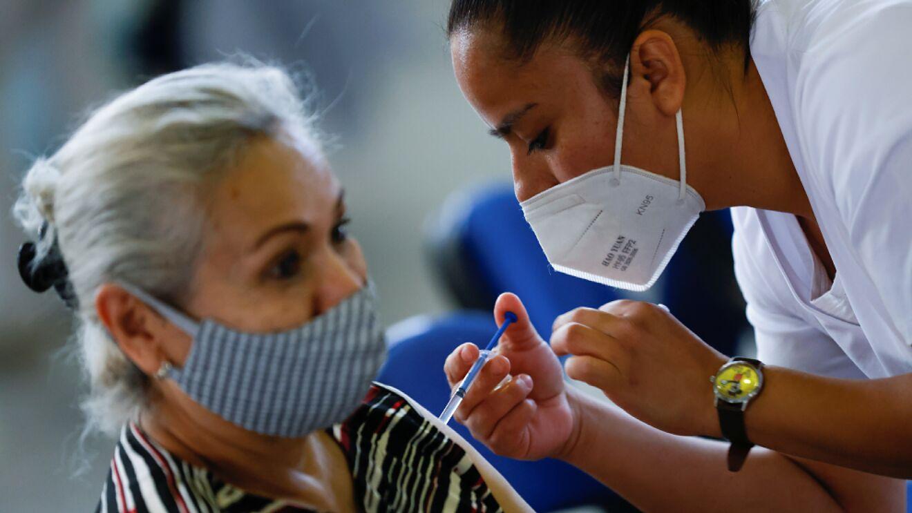 Gobierno federal analiza aplicar refuerzo de vacuna antiCOVID; 'médicos hablan que no se necesita', señala AMLO
