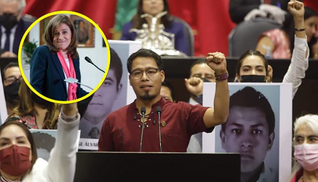 'No tiene respeto'; tunden a Margarita Zavala por tomarse 'selfies' durante discurso de sobreviviente de Ayotzinapa