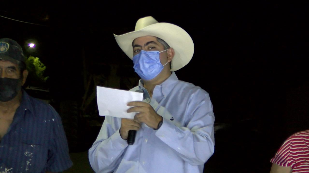 Supervisa Alfredo Paredes obra de pavimentación en la colonia Eliseo Mendoza