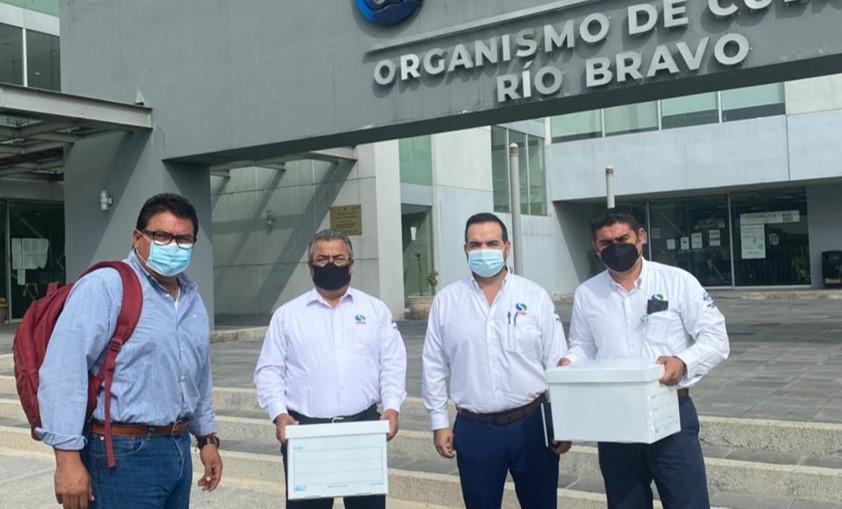 Entrega Alcalde Electo de Frontera expedientes a CONAGUA para obra pública