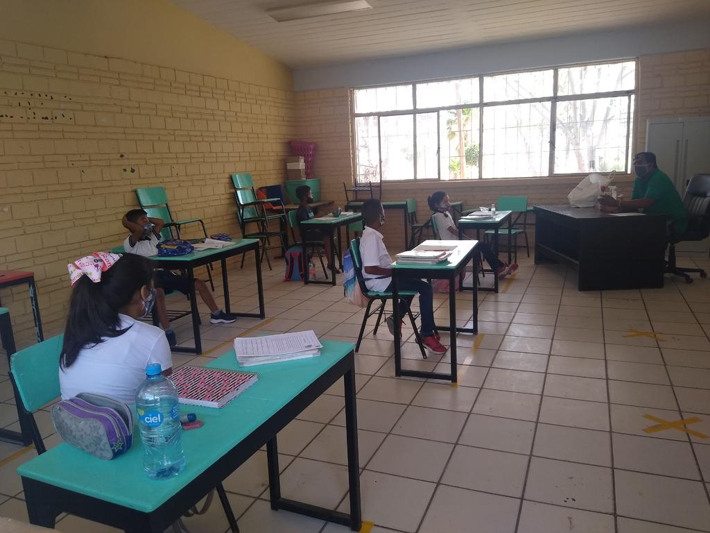 Papás rechazan regreso a clases en escuela de Monclova; intendente es sospechoso a COVID