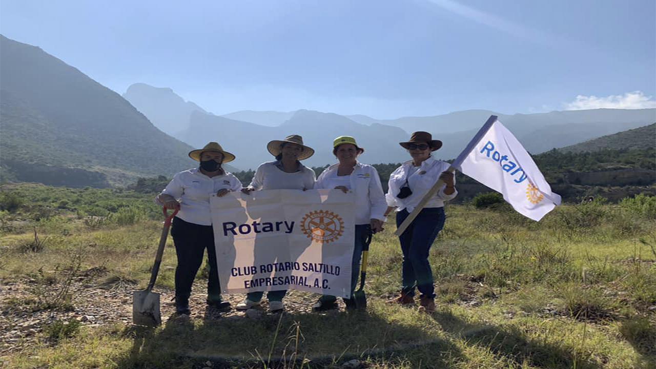 Reforestan Sierra de Zapalinamé miembros Rotarios