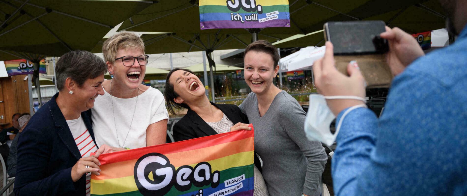 Suiza le dice 'Sí' al matrimonio igualitario; obtienen 64.1% de aprobación en referéndum