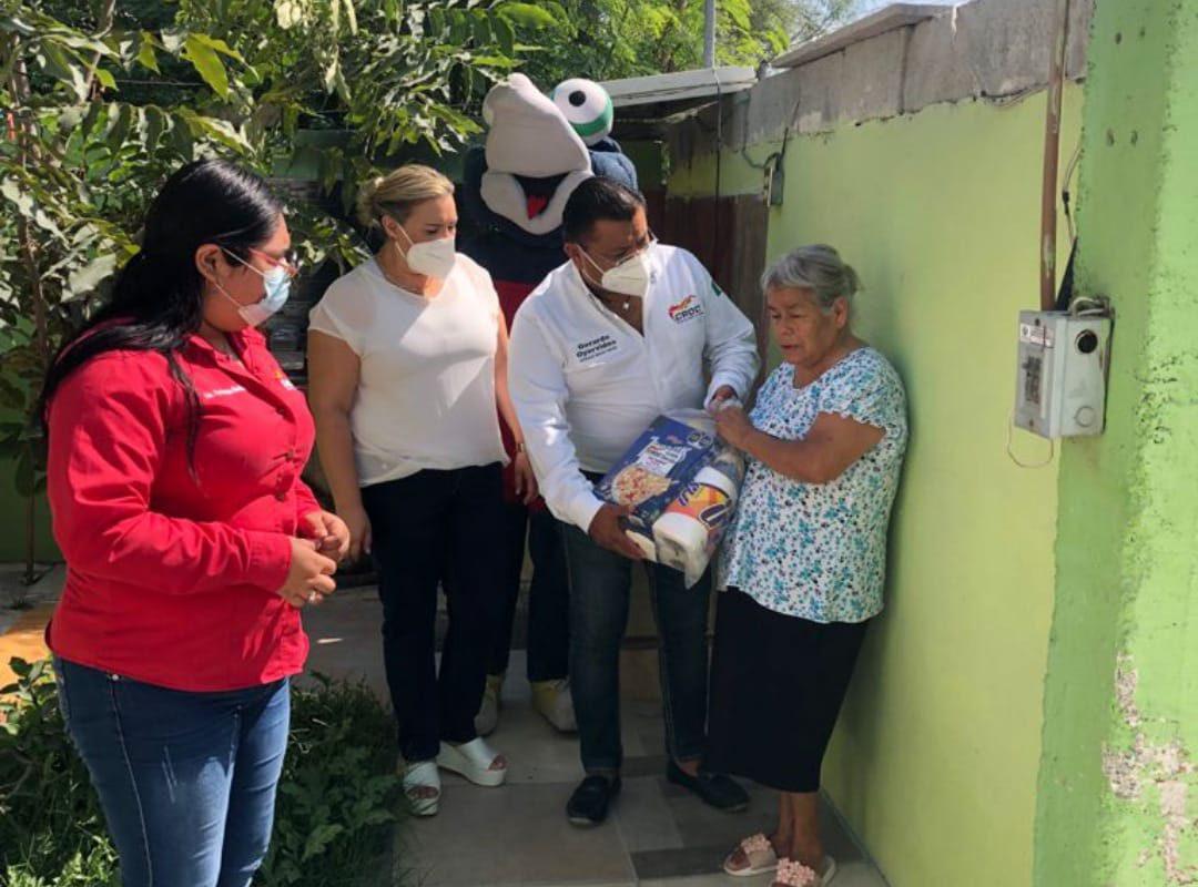 CROC continúa con el programa de apoyo alimentario: Beneficiaron a vecina de la colonia Diana Laura