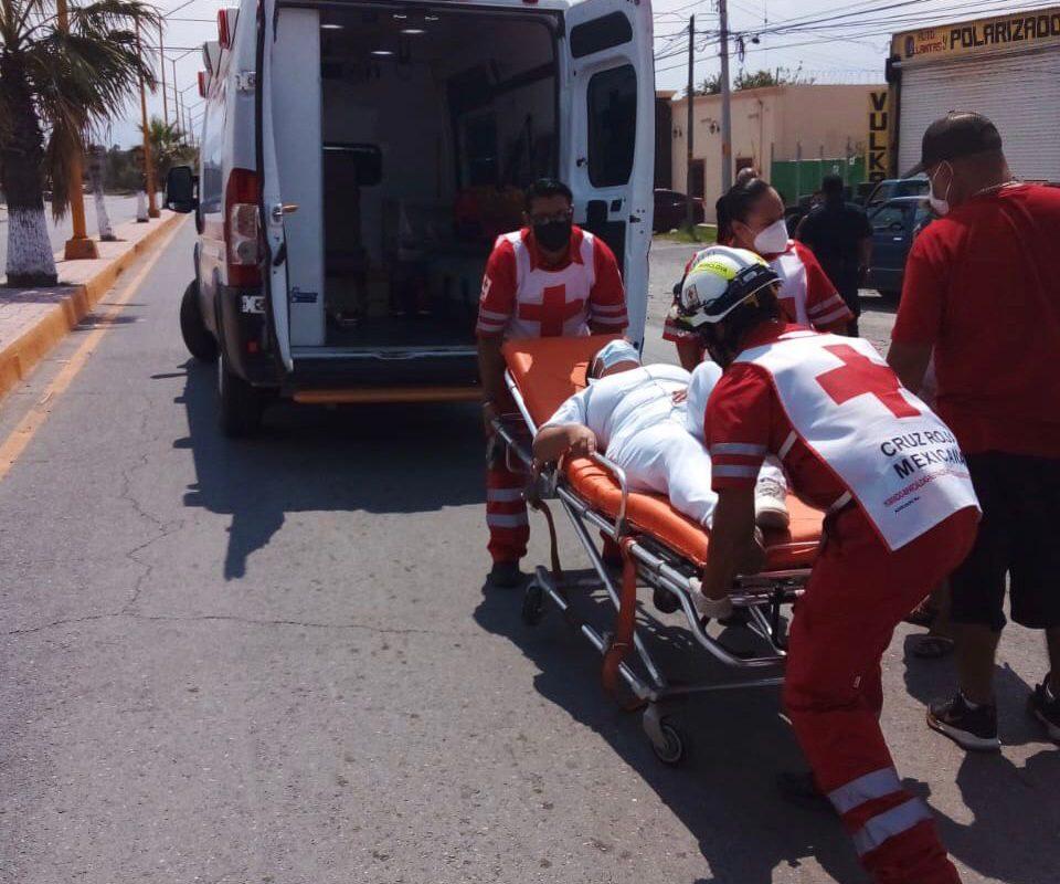Queda lesionada enfermera al chocar en bulevar Miguel Hidalgo en Castaños