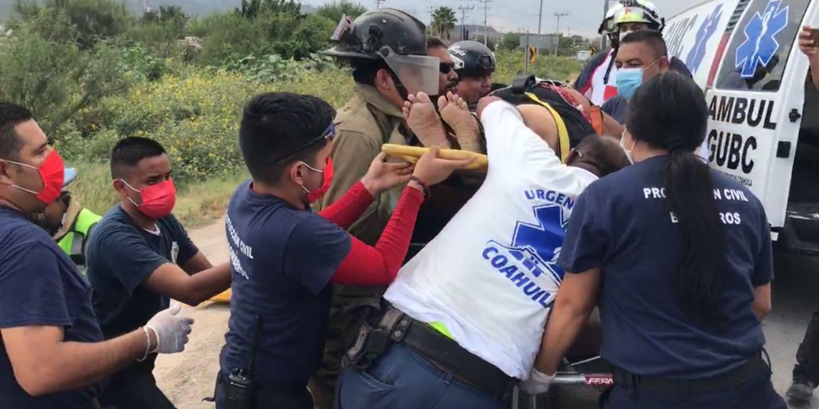 Mujer sufre bajón de azúcar y vuelca automóvil en el Lib. Carlos Salinas de Gortari de Monclova