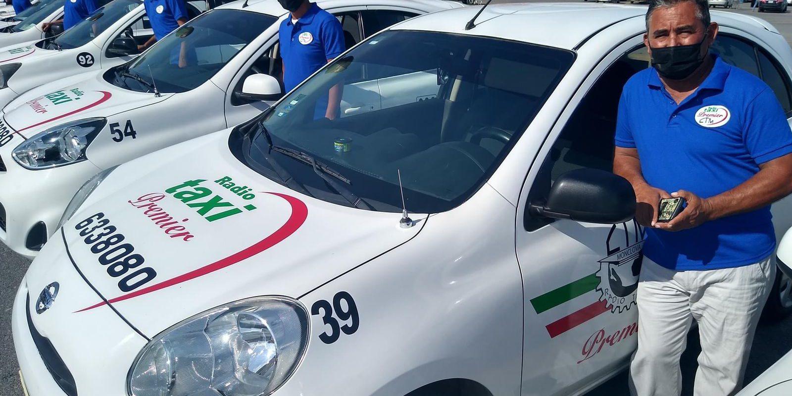Uniforman a los choferes de la linea de taxis premier en Monclova