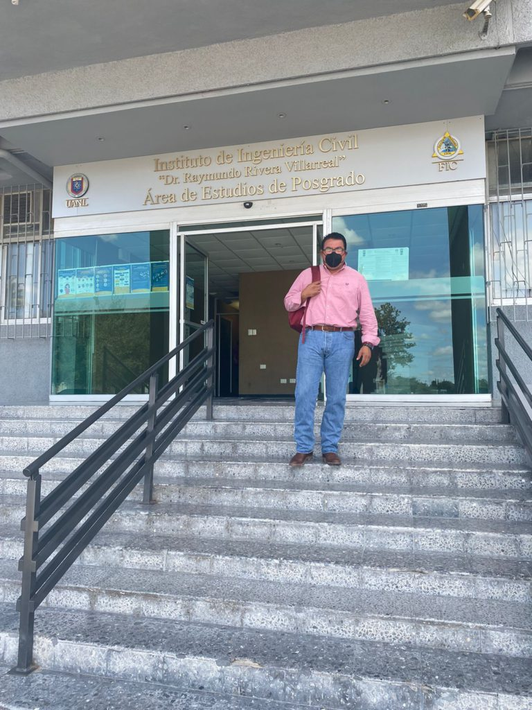 El Alcalde electo de Frontera, Roberto Piña Amaya, visitó la Facultad de Ingeniería Civil de la UANL