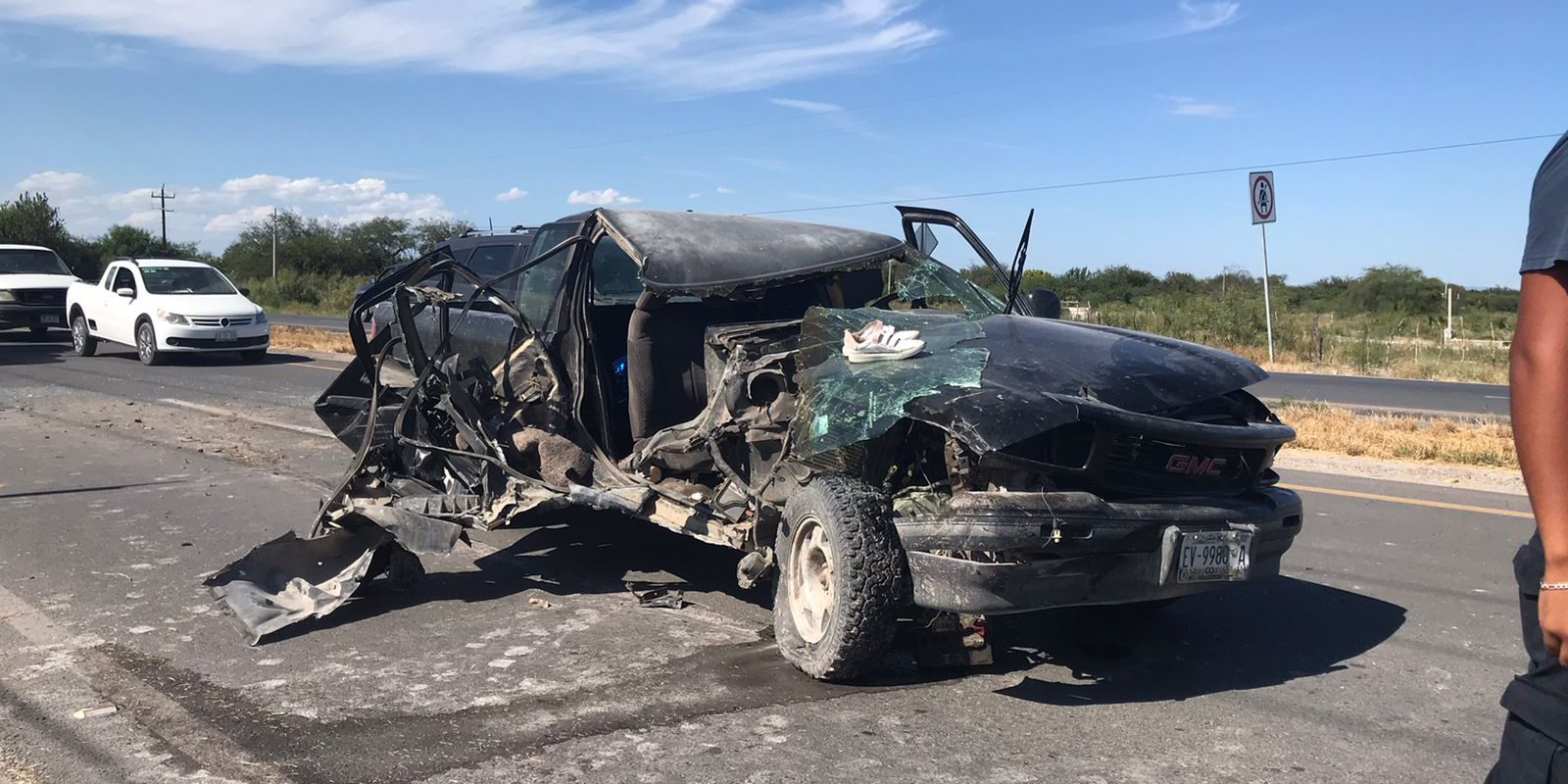 Mujer con embarazo de 5 meses queda lesionada en choque contra tráiler en Carretera 30, entre el Ejido 8 de enero y San Buenaventura Coahuila