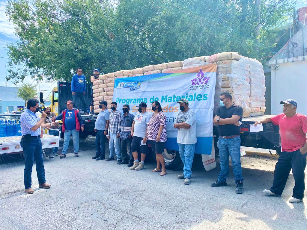 Entregan cemento a bajo costo a familias de Monclova