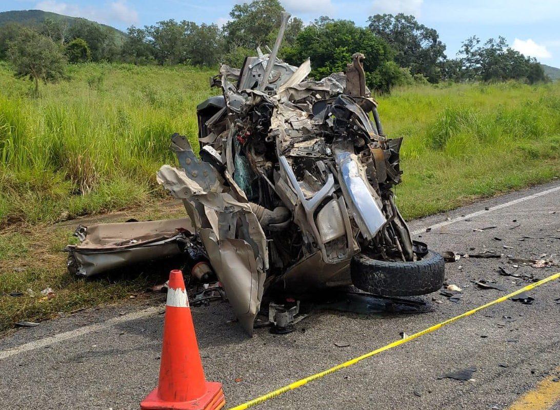 Fatal accidente de carretera acabó con la vida de 3 personas; otras 8 resultaron heridas
