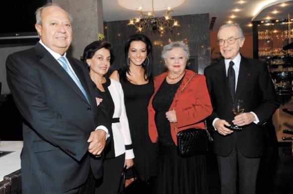 Exponen red de prestanombres de Romero Deschamps y su familia: desviaron 270 mdp
