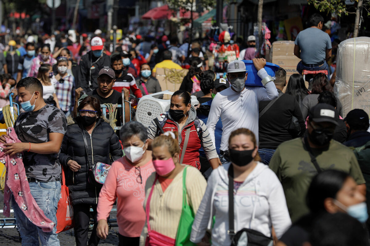Empleos caen en agosto tras tercera ola de covid-19 en México