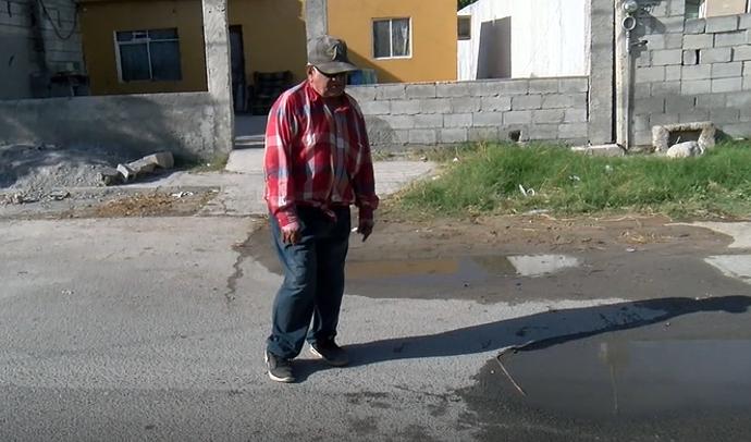 Fuga de agua causa daños en viviendas y causa hundimientos en Frontera