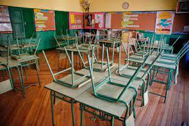 Tercera ola 'cierra' 39 escuelas en primera semana de regreso a clases presenciales