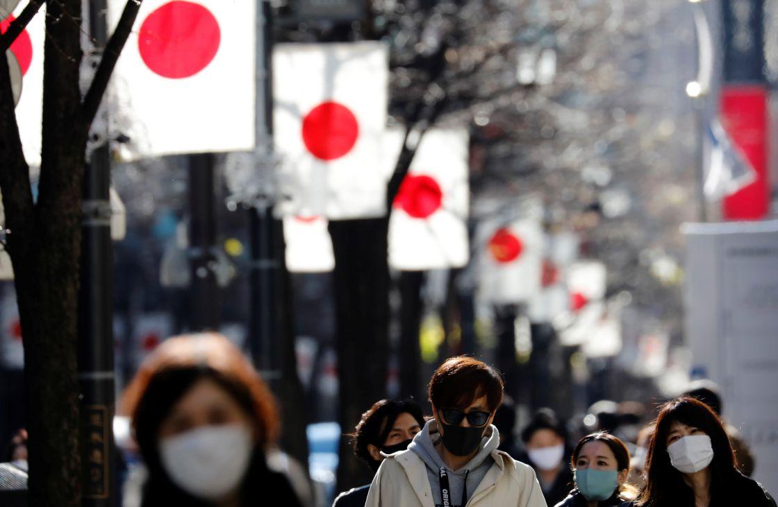 En Japón bajan casos COVID, pero extienden estado de emergencia