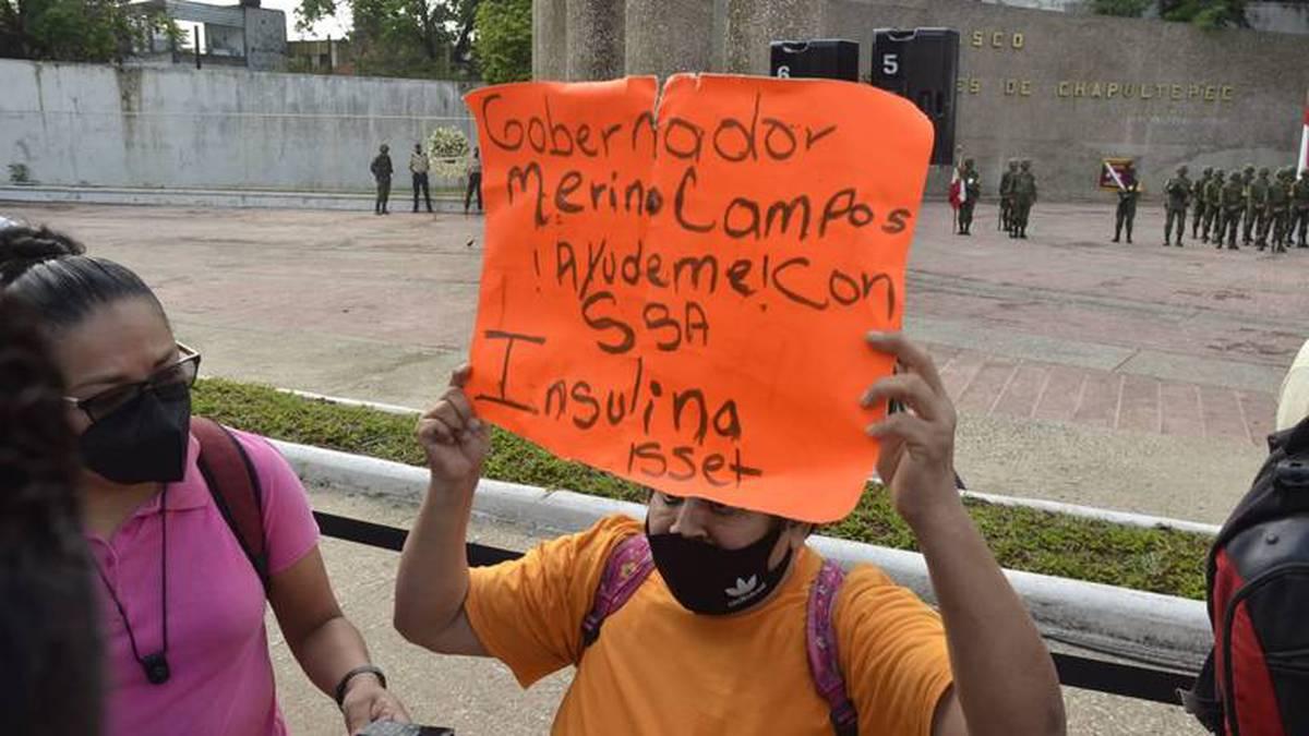 Madre se arrodilló frente al gobernador de Tabasco para pedir insulina para su hijita: No nos han dado medicina en 3 meses