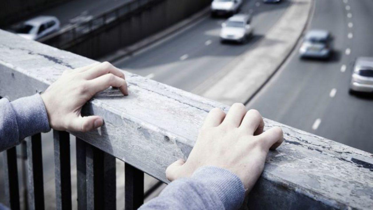Mujer embarazada intentó quitarse la vida tras discutir con su pareja: Quiso lanzarse de un puente peatonal en Coahuila