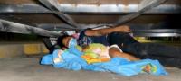 Paty y su bebé de 3 años duermen debajo de una traila en Coahuila: busca llegar a EU