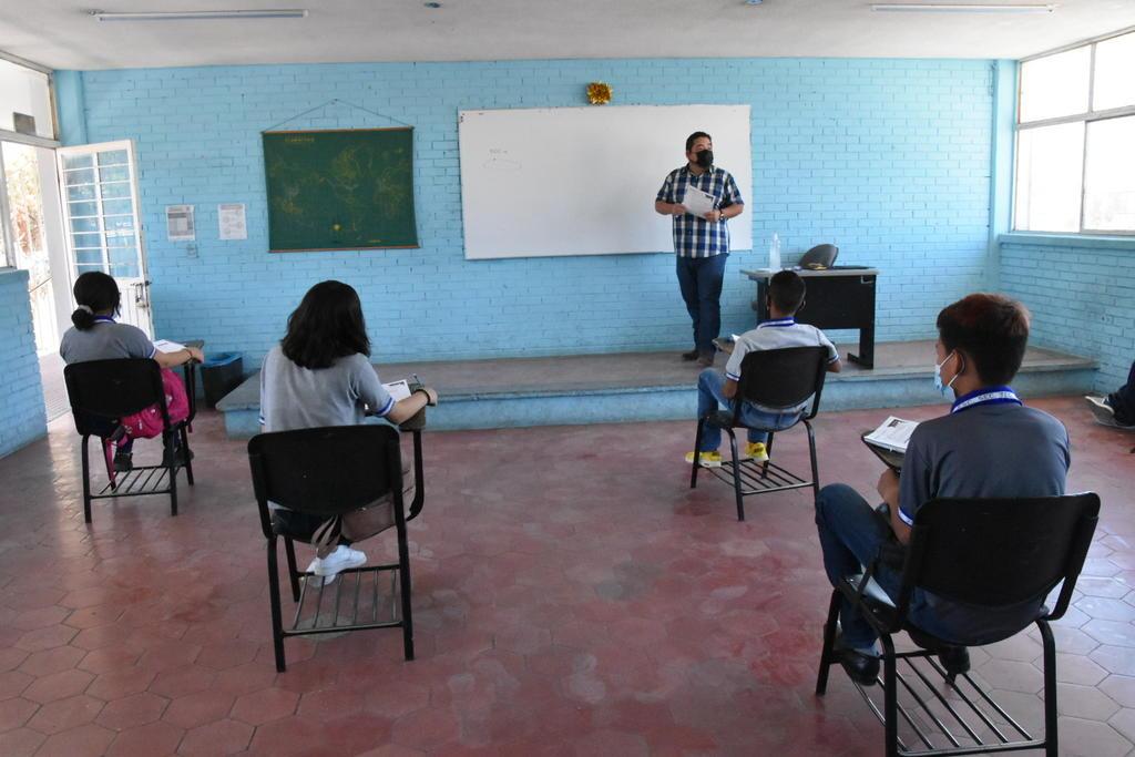 Se niegan a cerrar Secundaria 39; maestra contagiada de Covid dio clases presenciales a casi 40 alumnos