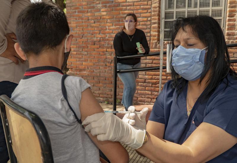 En Ecuador brigadas de vacunación contra el COVID-19 asistirán a escuelas y colegios