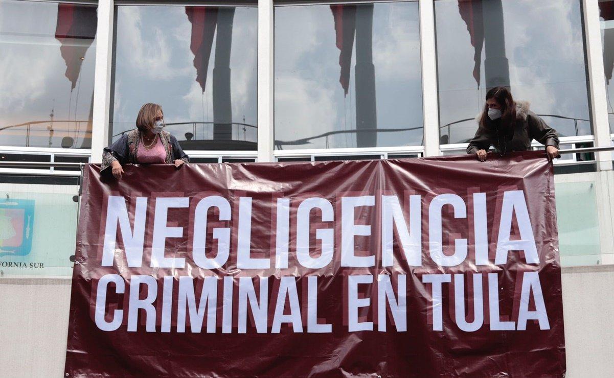 PAN exige renuncia de Zoé Robledo; lo culpan por muerte de pacientes en Tula