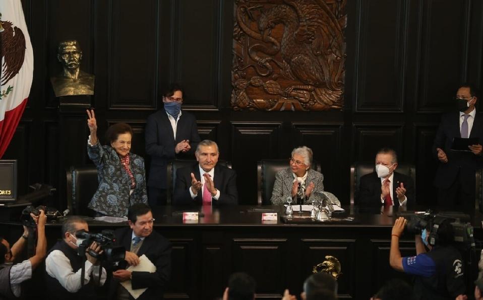 Ifigenia Martínez, senadora de Morena, recibe medalla Belisario Domínguez 2021; AMLO no asistió al Senado
