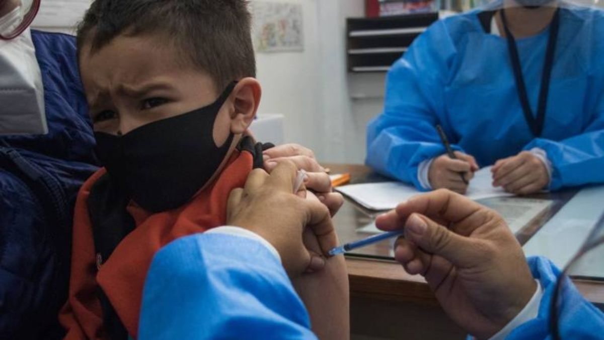 Juzgados rechazan amparos para vacunar a menores en Monclova; 'no hay peligro de muerte', dicen jueces