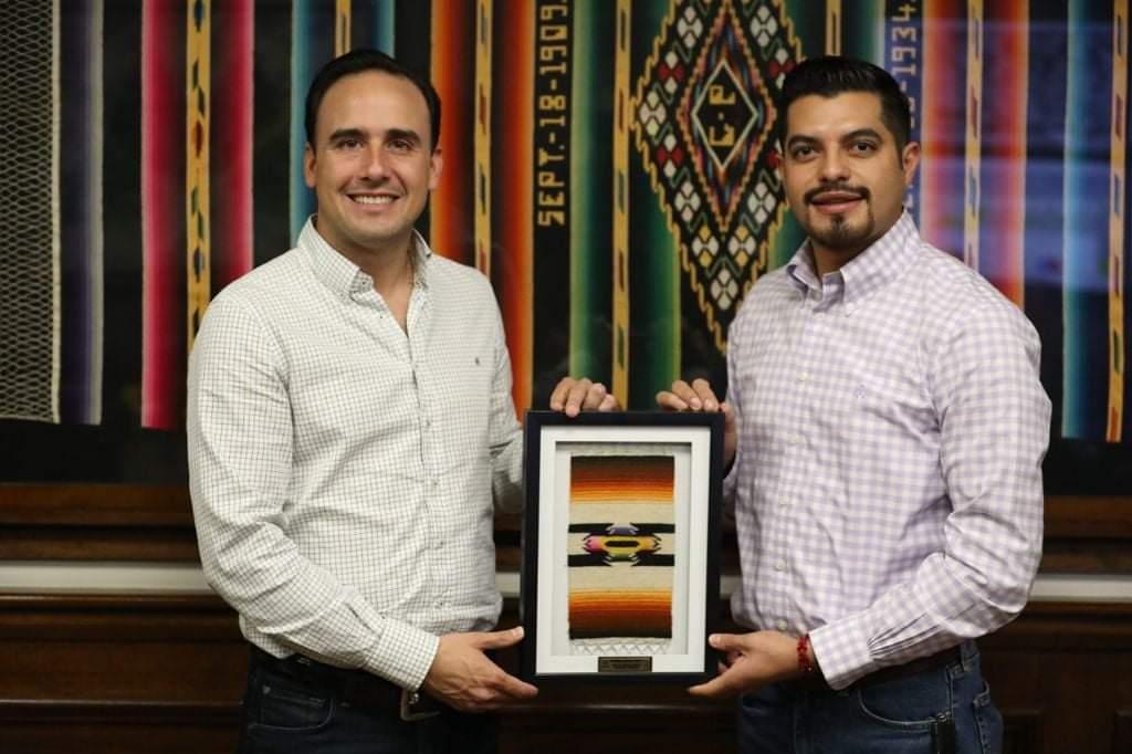Comparte Manolo políticas públicas con Alcalde electo de Arteaga