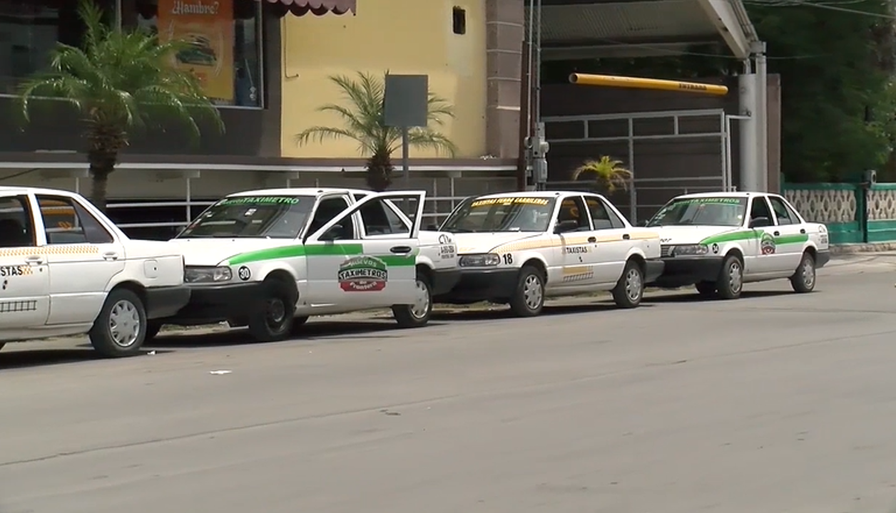 Siguen los enfrentamientos verbales entre taxistas y usuarios sin cubre bocas