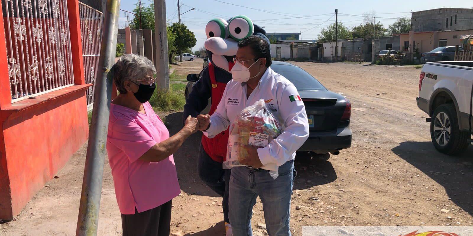 La CROC continúa apoyando a la gente de Frontera; Doña Juanita recibió apoyo alimentario