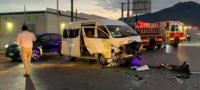 Hospitalizan a 6 trabajadores tras choque en Saltillo: tráiler le quitó el paso a su vehículo