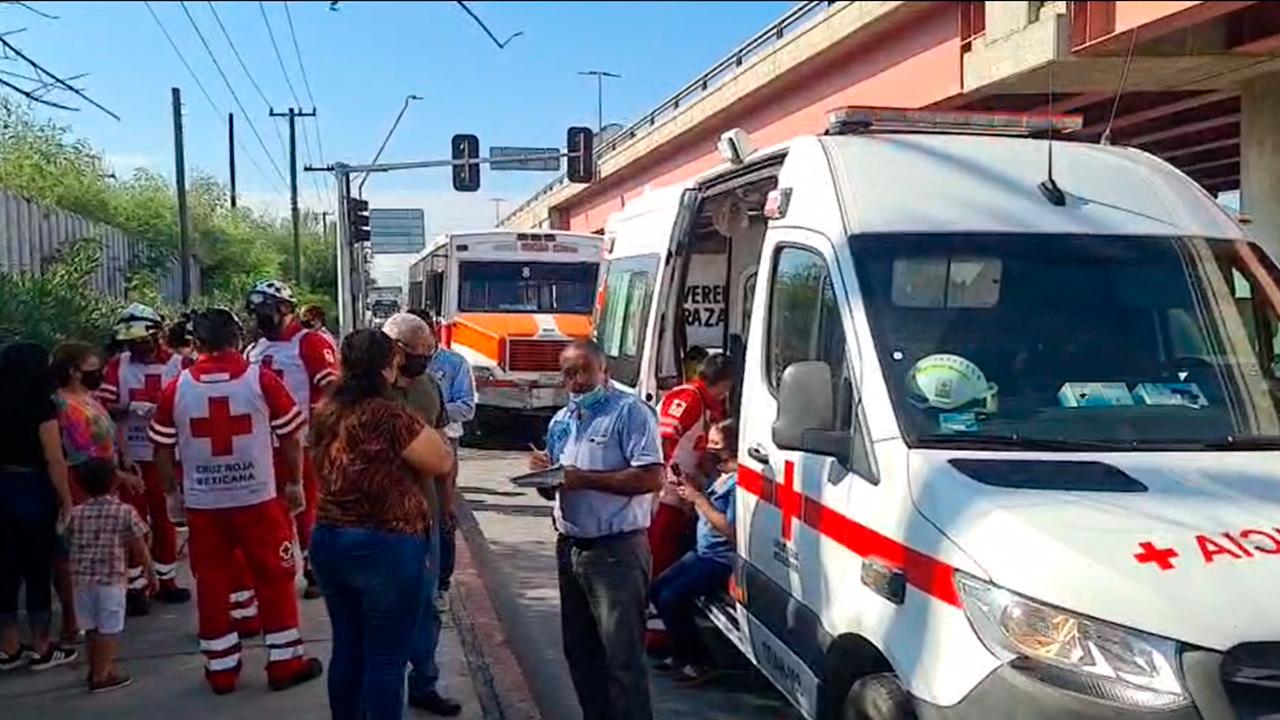 Brutal choque entre camiones de Castaños y Praderas en Monclova: 38 pasajeros lesionados