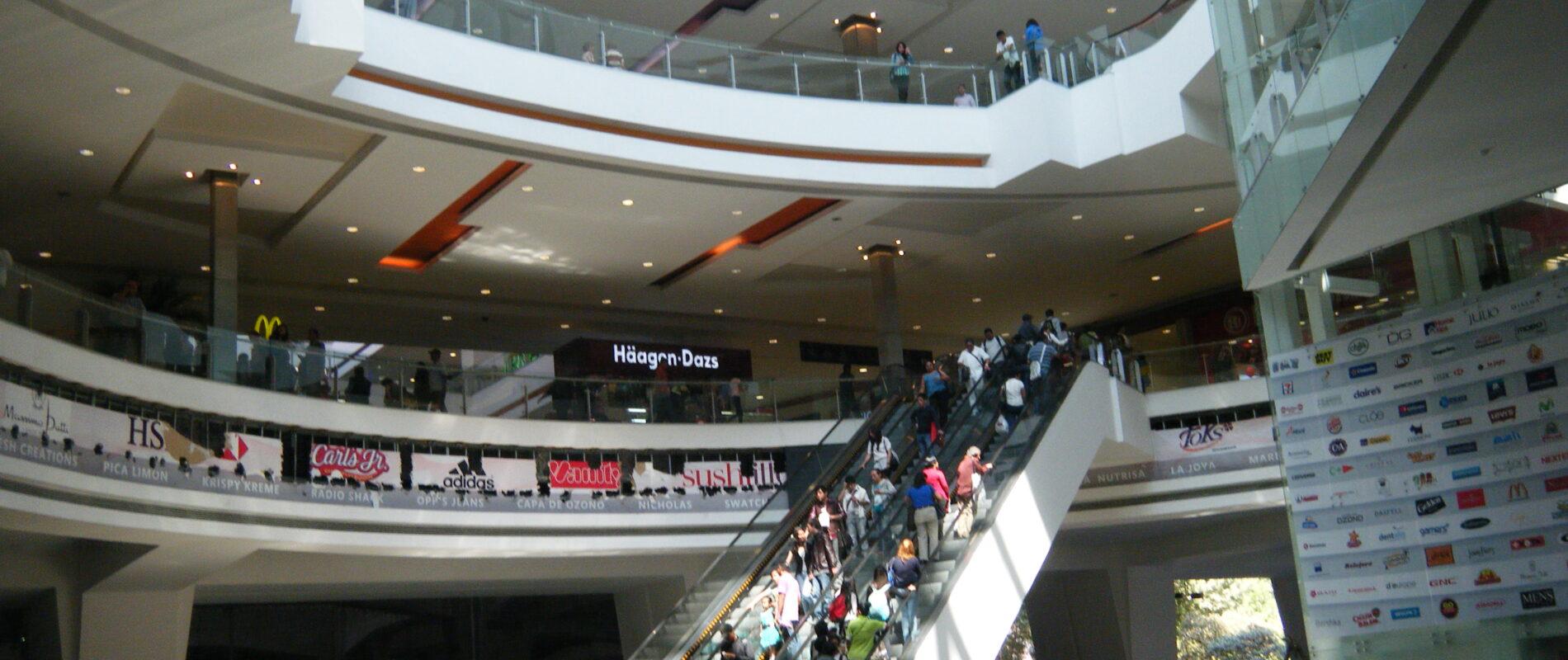 Quinceañera se quita la vida en centro comercial