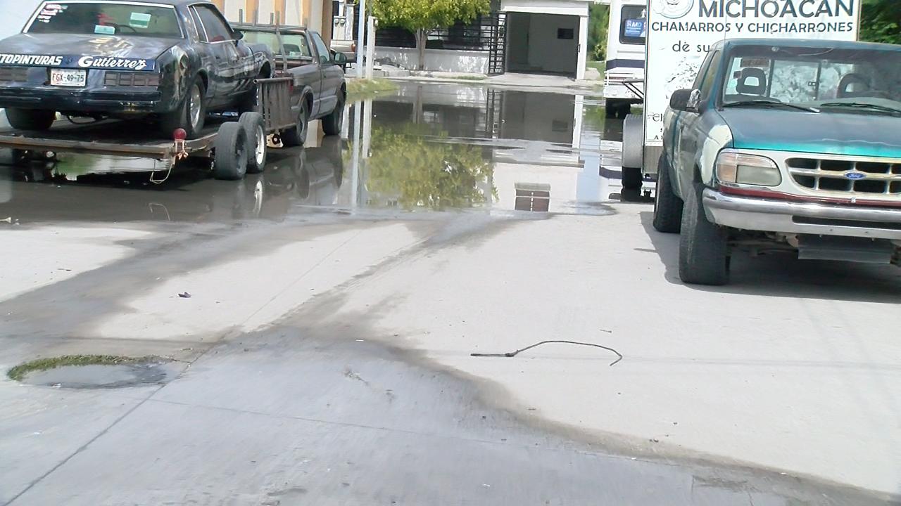 Se desperdicia el agua por fuerte fuga en colonia Ampliación Deportiva de Monclova