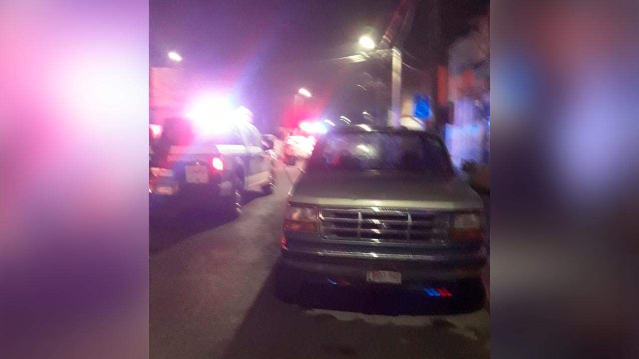 Vecinos dan paliza a ladrón en Monclova: policías lo salvaron tras ser atropellado