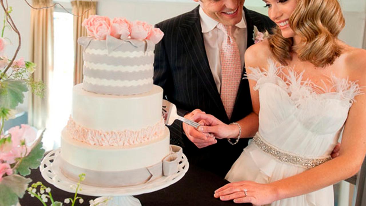 A $100 la pieza: novios cobraron las rebanadas del pastel de su boda; se viralizaron